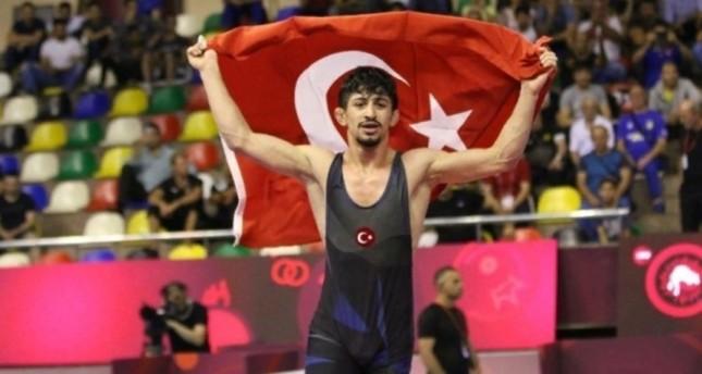 التركي كرم كمال يحرز ذهبية أوروبا للمصارعة الرومانية