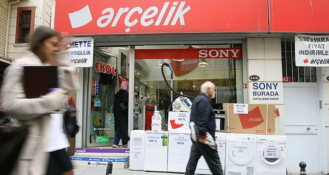 People walk past an Arçelik dealer selling washing machines and refrigerators in Istanbul Oct. 12, 2011. (Reuters Photo)