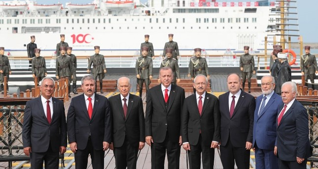 President Erdoğan (C) poses with leaders of Turkey's political parties after the special ceremony marking 100th anniversary of Turkish Independence Day, Samsun, May 19, 2019. (AA Photo)