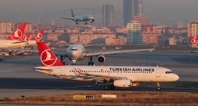 A Turkish Airlines Airbus A320-200 taxis at Ataturk International Airport in Istanbul, Turkey,  January 7, 2018. (Reuters Photo)