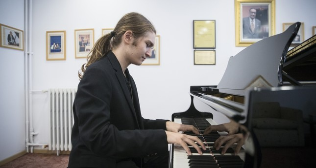 At the age of 16, Tuna Bilgin has received appraisal from masters and performed at prestigious halls.
