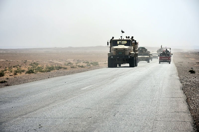 Iraqi army reinforcements drive down a road, linking Hawija to Kirkuk, near the village of Khabbaz on October 7, 2017. (AFP Photo)