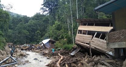 22 قتيلاً وعدد كبير من المفقودين بعد أمطار غزيرة في أندونيسيا
