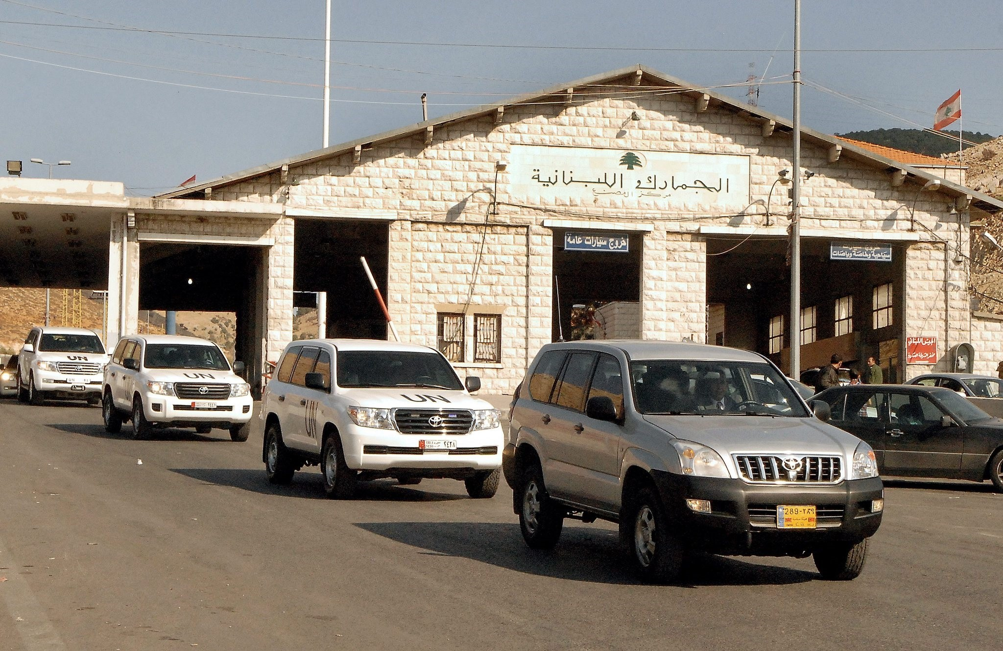 A convoy of U.N. vehicles carrying the U.N. team of inspectors investigating the use of chemical weapons in Syria crossing into Lebanon from Syria, Sept. 30, 2013.