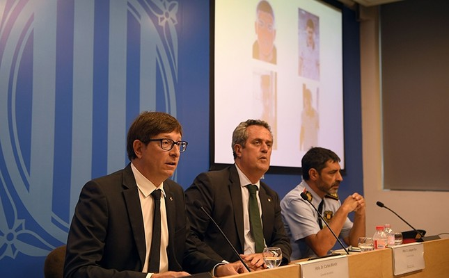 Catalan Justice Minister Carles Mundo L speaks past Josep Lluis Trapero, chief of the Catalan regional police Mossos D'Esquadra R and Catalan Interior Minister Joaquim Forn during a press conference in Barcelona on Aug. 21, 2017. AFP Photo