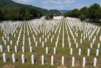 مقبرة لضحايا مذبحة سربرنيتشا بالبوسنة والهرسك رويترز