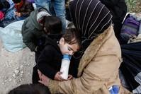صورة أرشيفية للاجئين على الحدود مع اليونان