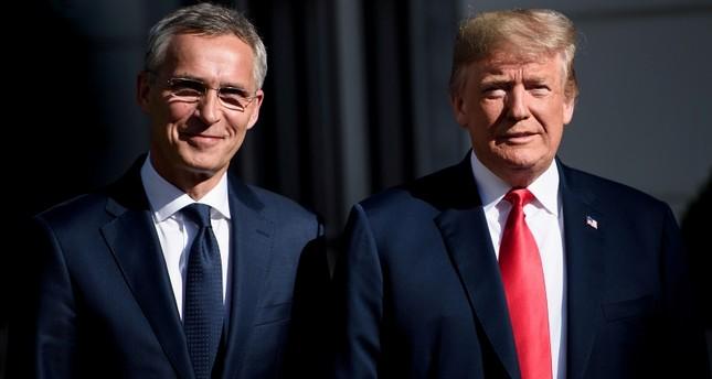 ترامب وستولتنبرغ خلال لقائهما بمقر السفارة الأمريكية ببروكسل على هامش اجتماع قمة زعماء دول الناتو 11 يوليو 2018  (وكالة الأنباء الفرنسية)