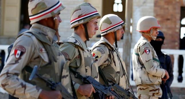 مقتل ضابط و6 جنود مصريين وإصابة آخرين إثر هجوم على منطقة تمركزات أمنية بالعريش