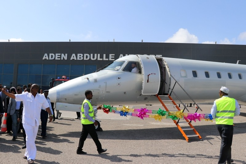 An airplane chartered by Ethiopiau2019s National Airways sits on the tarmac at Aden Abdulle international airport in Mogadishu, on October 13, 2018, after a first commercial flight in 41 years between Addis Ababa and the Somalian capital. (AFP Photo)