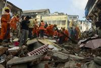 Die Zahl der Todesopfer nach einem Hauseinsturz in Mumbai ist auf 33 gestiegen. Nach Behördenangaben wurden in der Nacht zum Freitag 15 weitere Leichen aus den Trümmern des vierstöckigen Gebäudes...