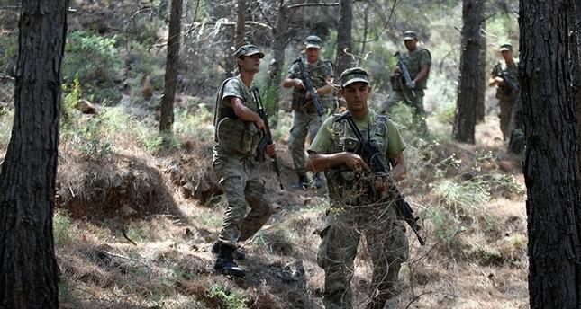 قوات من الجيش التركي أثناء بحثهم عن منفذي محاولة اغتيال الرئيس أردوغان