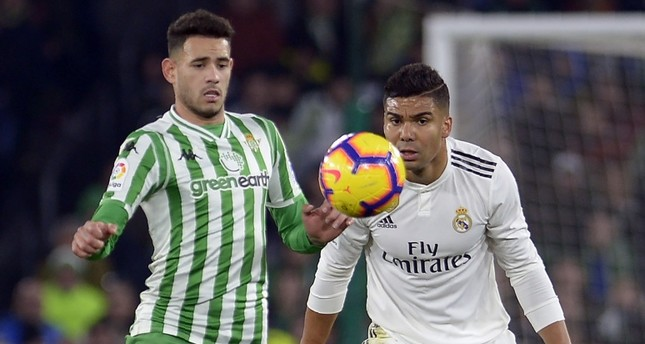 Real Madrid's Casemiro (R) vies with Real Betis' Paraguayan forward Arnaldo Tonny Sanabria during the Spanish League match between Real Betis and Real Madrid CF at the Benito Villamarin stadium in Seville on Jan. 13, 2019.