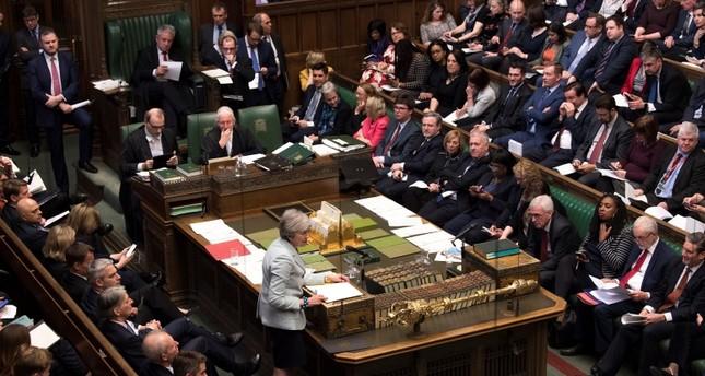 تصاعد أزمة بريكست في بريطانيا.. وزراء يستقيلون ونواب يقرون تعديلات هامة