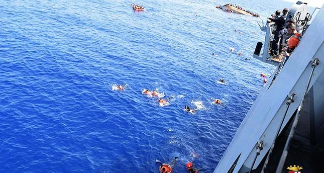 مئات المهاجرين في عرض البحر بعد غرق مركبهم قرب السواحل اليونانية