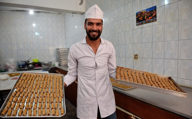 Fadil Al Azzavi displays the Süryani Çöreği pastries, which has made him famous in the region for mixing the unique tastes of the region.