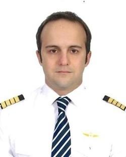 الطيار التركي أوميت أتلاتيلار