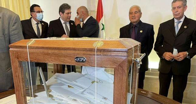 صندوق يحوي طلبات الترشح لمنصب رئيس الدولة في سوريا 29 أبريل 2021 رويترز