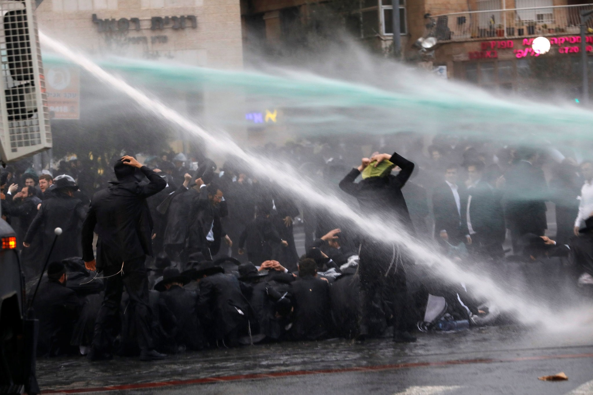 Ultra-Orthodox Jewish men are sprayed with water by Israeli police during a protest, in Jerusalem November 26, 2017. (REUTERS Photo)
