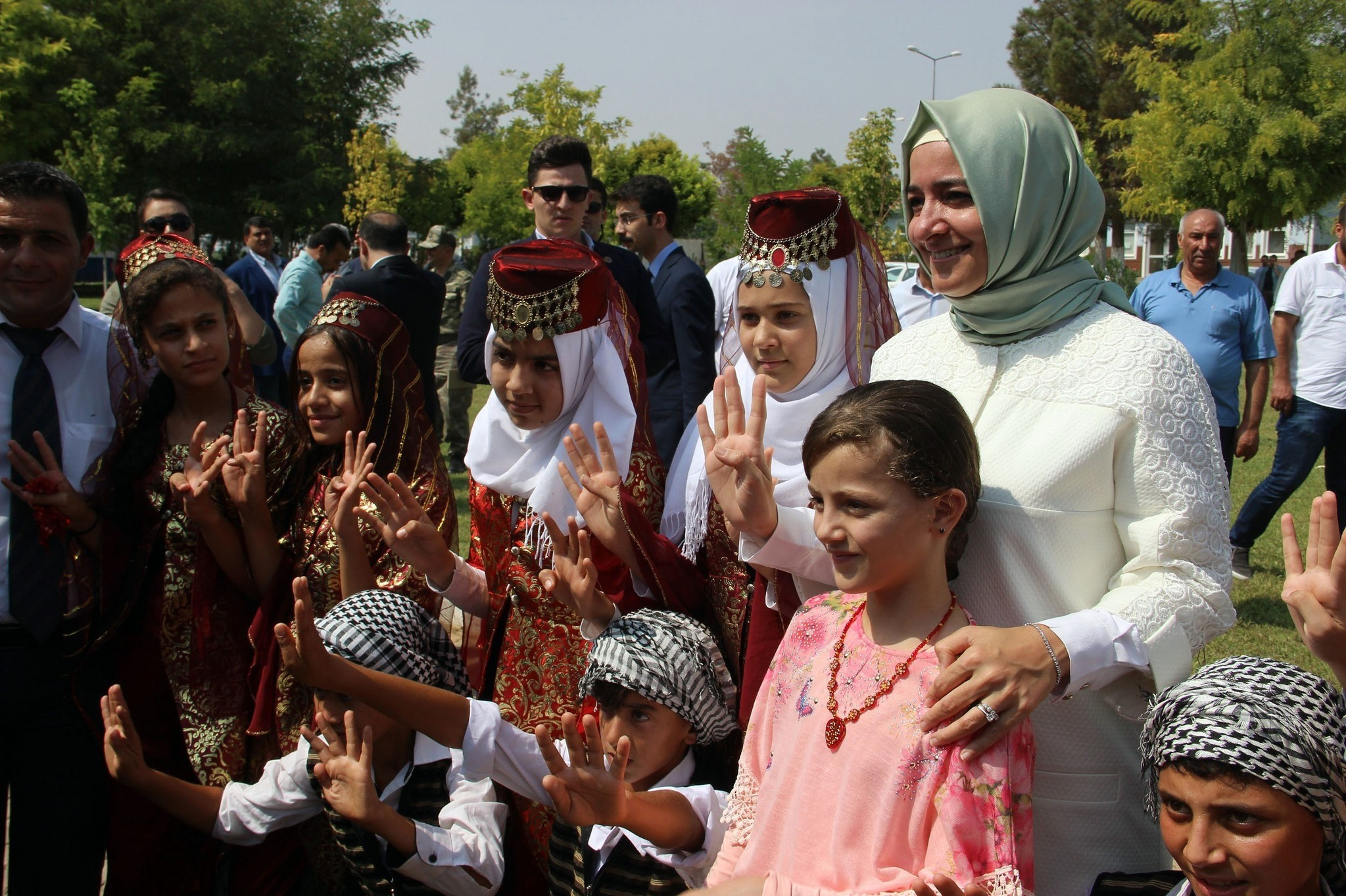 Family Minister Kaya met with Syrian children at refugee camp in Harran.