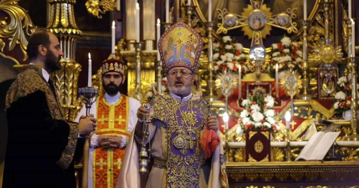Archbishop Aram Ate?yan (C) conducts mass at Surp Asdvadzadzin Patriarchal Church in Istanbul, April 24, 2015. (Reuters)