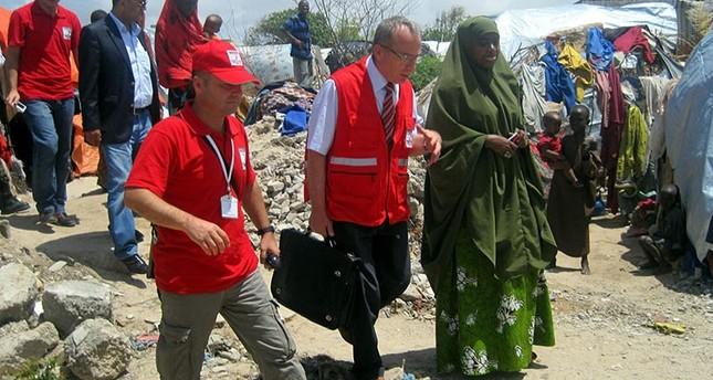 الهلال الأحمر التركي يوزع مساعدات على منكوبي الفيضانات بالصومال