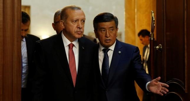 الرئيس أردوغان يلتقي نظيره القرغيزي في العاصمة بيشكك