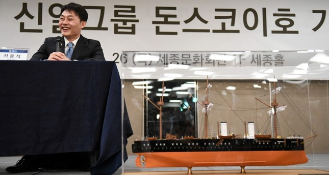 Choi Yong-seok, CEO of Shinil Group, speaks during a press conference on a Russian treasure ship in Seoul on July 26, 2018 as a scale model of Imperial Russian naval cruiser the Dmitri Donskoi is seen. (AFP Photo)