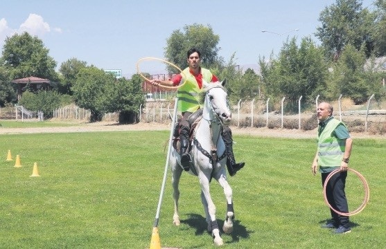 Workers in Erzincan practiced with hula hoops as they learned how to lasso fleeing animals.
