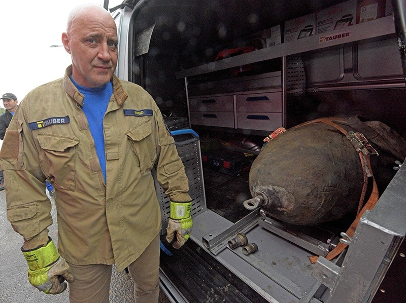 Demolition expert Roger Flakowski poses next to a defused World War II bomb on April 13, 2018 in Neu-Ulm, southern Germany, where around 12,000 residents had to be evacuated due to the disposal of the bomb. (AFP Photo)