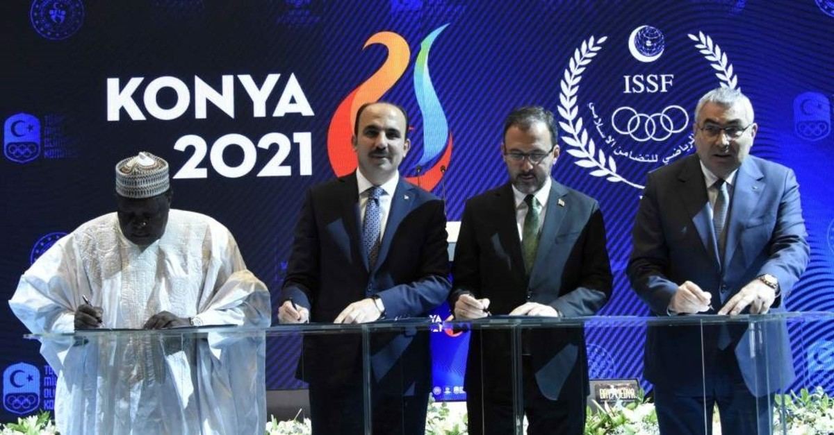Minister Kasapo?lu (2nd R) and officials signed an agreement to host the event, Konya, Dec. 19, 2019. (DHA Photo)