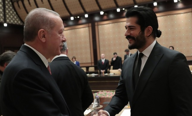 President Recep Tayyip Erdoğan greets Turkish actor Burak Özçivit at the Presidential Complex in Ankara on Jan. 29, 2019. (AA Photo)