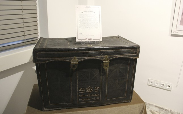 The leather chest was used to guard the gifts, donations and money sent to Hejaz via the Surre Procession.
