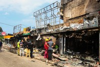 Sri Lankan mob burns Muslim-owned factory north of Colombo