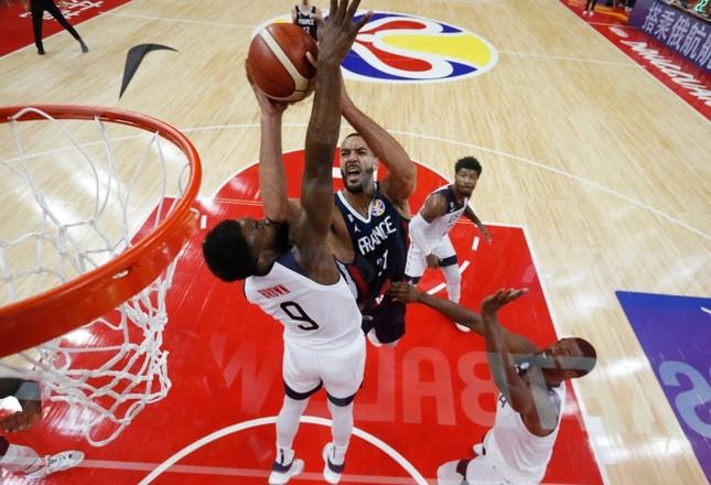 France's Rudy Gobert in action with Jaylen Brown of the U.S. during FIBA World Cup quarterfinal match at the Dongguan Basketball Center, Dongguan, China, September 11, 2019. (Reuters Photo)