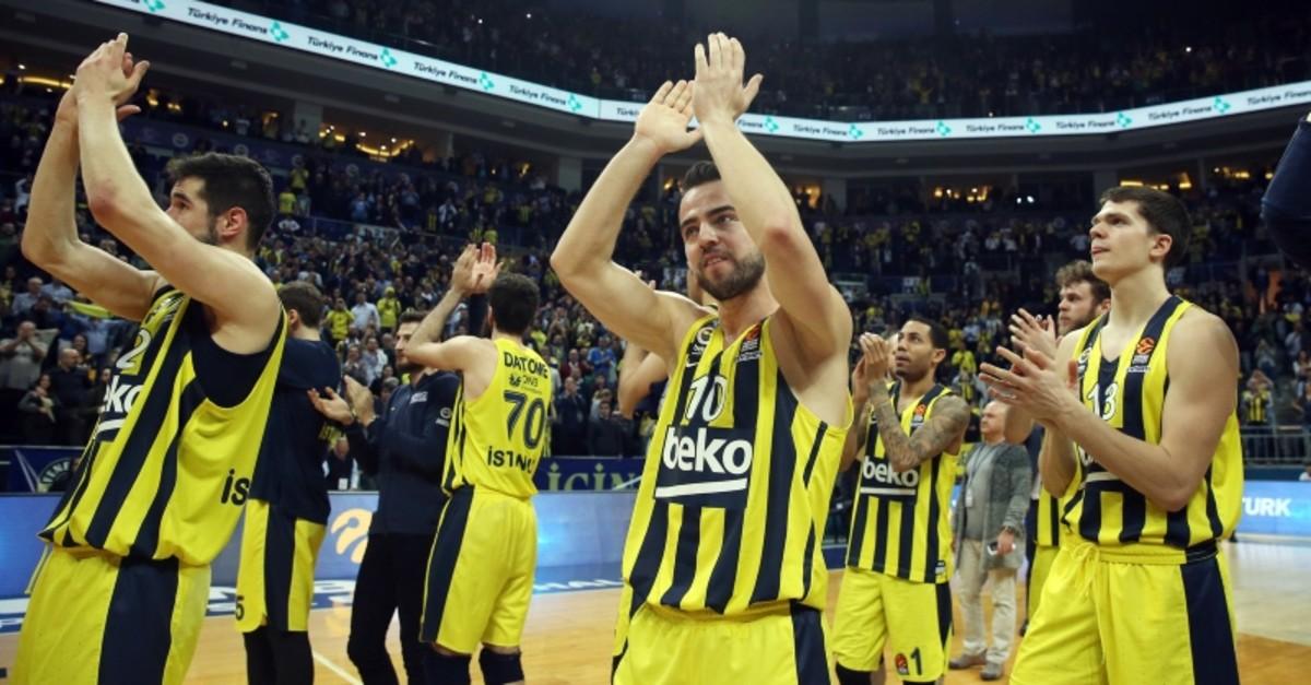 Fenerbahu00e7e Beko players celebrate their Euroleague victory against Maccabi FOX Tel Aviv at u00dclker Arena, April 5, 2019. (AA Photo)