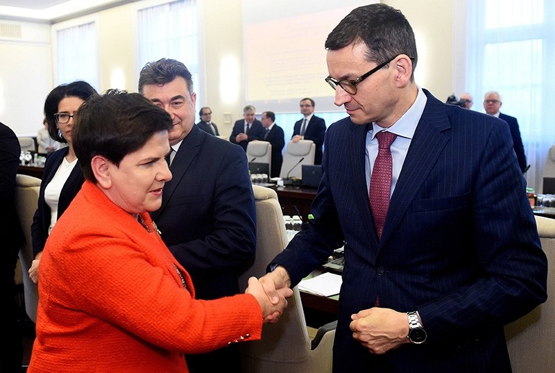 Polish Prime Minister Beata Szydlo (L) and Polish Deputy Prime Minister and Development and Finance Minister Mateusz Morawiecki (R) before the cabinet meeting in Warsaw, Poland, 05 December 2017. (EPA Photo)