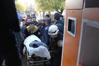 منظمة الدفاع المدني في أعزاز تنقل القتلى والجرحى إثر قصف نفذه ي ب ك
