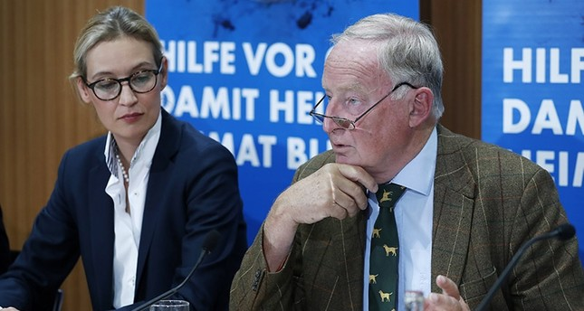 The top candidates for the general elections of the German right-wing populist party Alternative for Germany (AfD), Alice Weidel and Alexander Gauland, talk as they arrive for a press conference in Berlin, Germany, 21 Aug. 2017. (Reuters Photo)