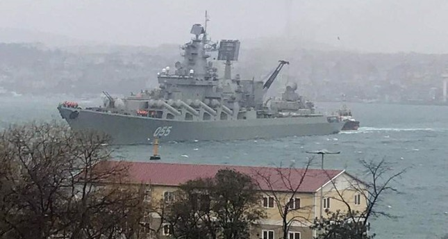 Russian naval cruiser had to cast anchor off the Bosporus shores due to bad weather. ?HA Photo