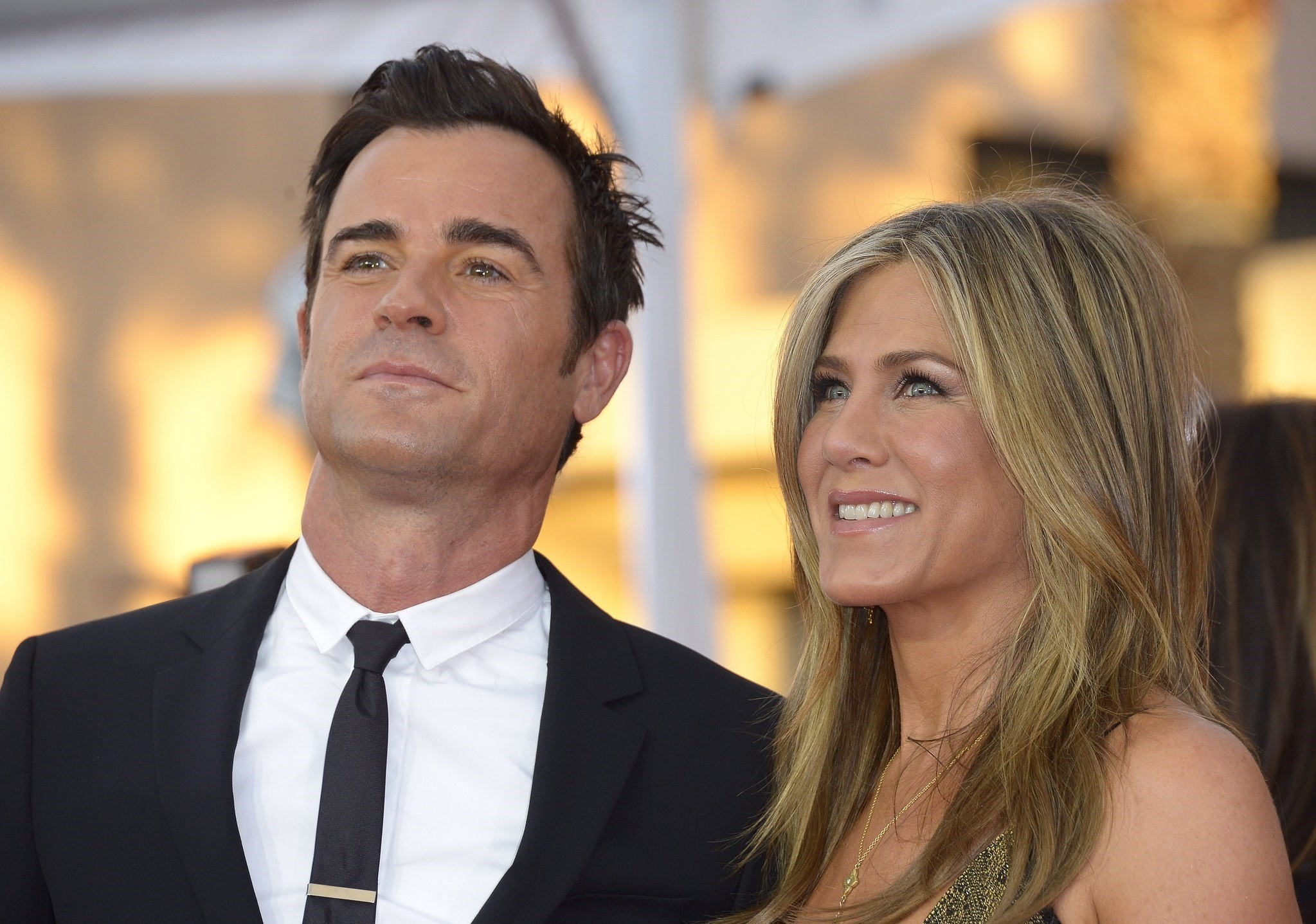 US actors Jennifer Aniston (R) and Justin Theroux (L) arrive for the 21st annual Screen Actors Guild Awards ceremony at the Shrine Auditorium in Los Angeles, California, USA, 25 January 2015. (EPA Photo)