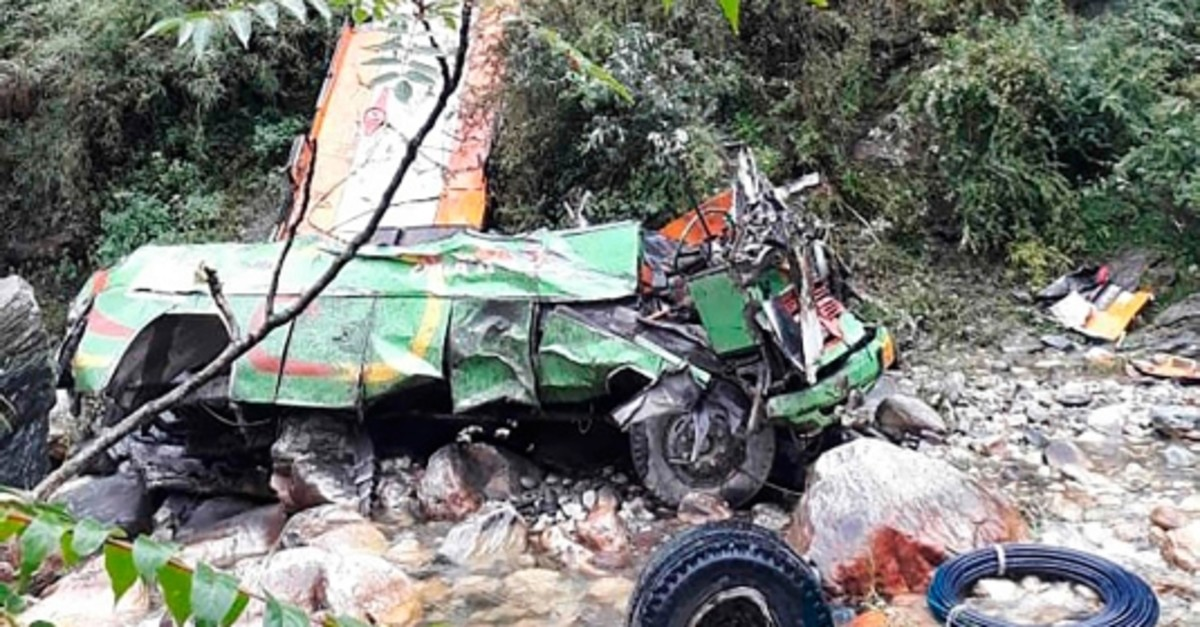 The remains of a bus carrying some 50 passengers are seen after it fell into a 150-metre (500-foot) gorge near Banjar, in the mountainous Kullu district of the Indian state of Himachal Pradesh on June 20, 2019. (AFP Photo)
