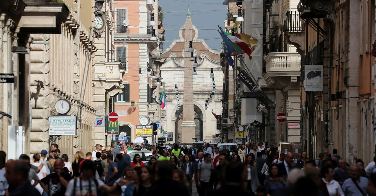 People walk in downtown Rome, Italy, October 16, 2018 (Reuters File Photo)