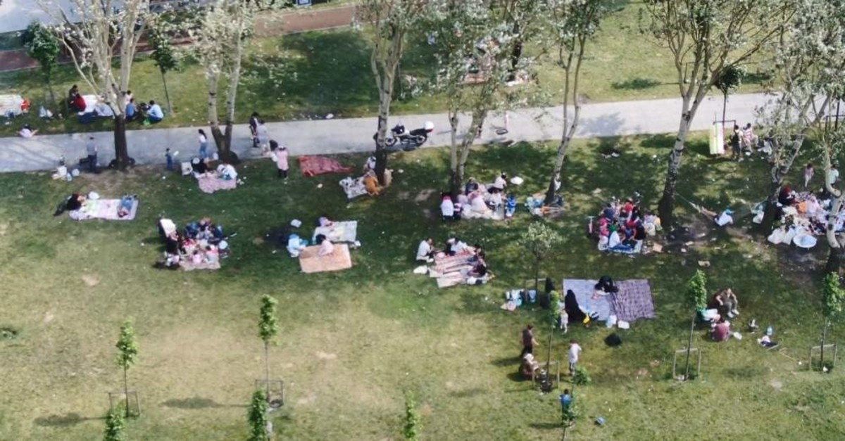 Many Istanbulites who oppose the proposed barbeque ban say it is a part of their culture. (DHA)