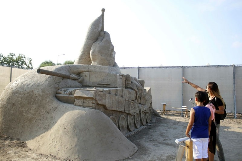 The July 15 Memorial is the most popular one among this year's sand sculptures.