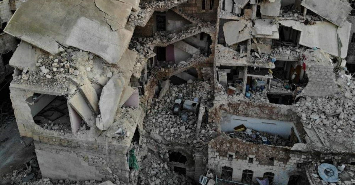 An aerial view shows a heavily damaged residential building that was hit during recent air strikes by pro-regime forces in the city of Maarat al-Numan in Syria's northwestern Idlib province, on Jan. 25, 2020. - Regime forces, backed by Russian warplanes, have increased their attacks on southern Idlib since December, displacing more than 358,000 people, according to the U.N. (AFP Photo)