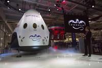 Das private Raumfahrtunternehmen SpaceX will bereits im nächsten Jahr zwei zivile Weltraumtouristen um den Mond fliegen. Die beiden Kandidaten hätten schon eine «bedeutende Anzahlung»...