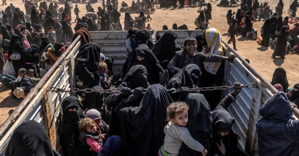 Women and children evacuated from Daesh's embattled holdout of Baghouz arrive at a screening area held by the US-backed Syrian Democratic Forces (SDF), in the eastern Syrian province of Deir el-Zour, on March 6, 2019. (AFP Photo)