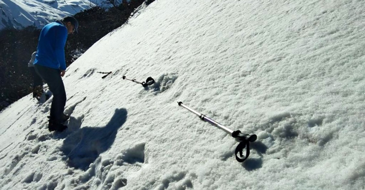 In this handout photo taken by the Indian Army on April 9, 2019, Indian men measure large foot prints in the snow, sighted by the Indian Army, near the Makalu Base Camp in the North-Eastern Himalayas (AFP Photo)