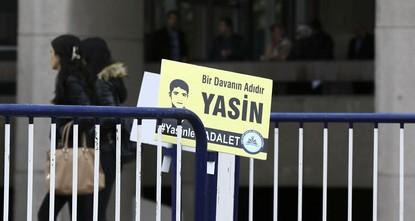 pBei dem Mordprozess um den in Diyarbakır von PKK-Sympathisanten getöteten 16-jährigen kurdischen Jugendlichen Yasin Börü und drei seiner Freunde, wurden 18 von 41 Verdächtigen zu lebenslangen...